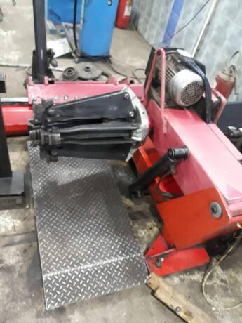 masina-za-skidanje-guma-teretnih-vozila-i-balanserke-big-1