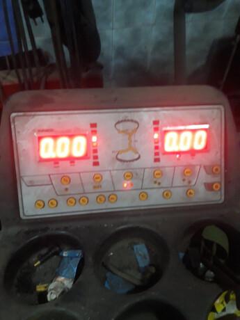 masina-za-skidanje-guma-teretnih-vozila-i-balanserke-big-4