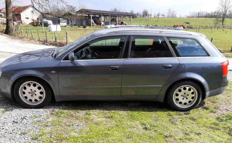 audi-a4-karavan-2002-god-big-0